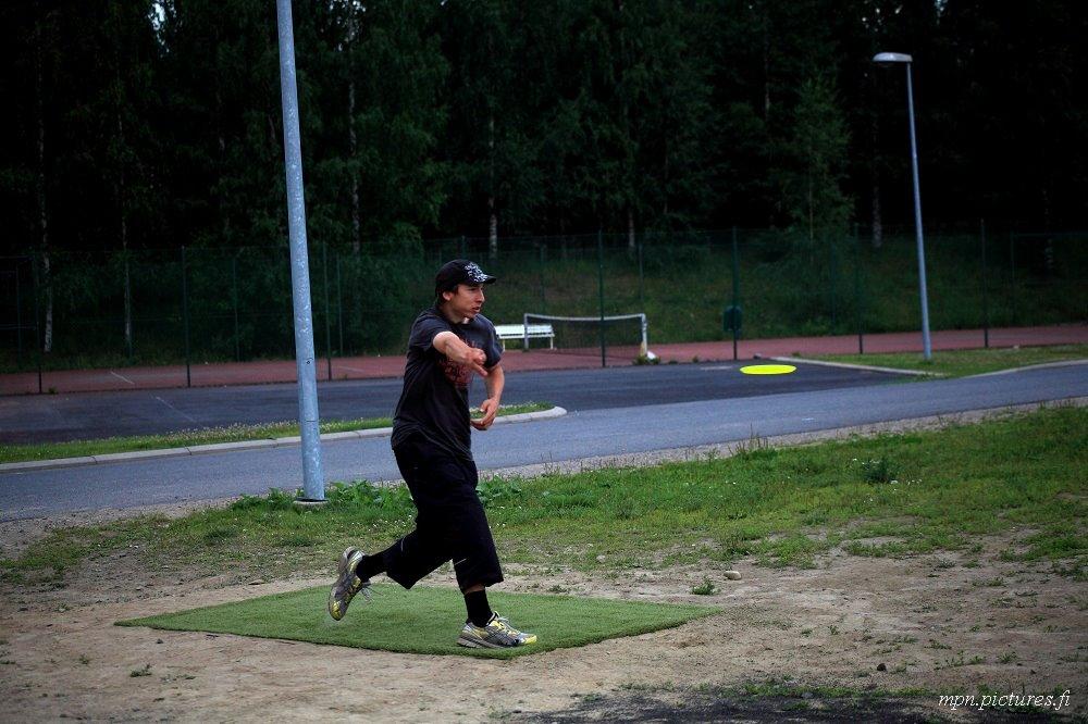 Me throwing frisbee